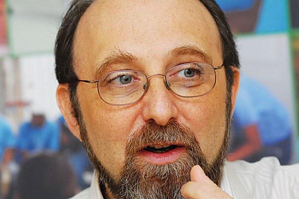Nicolelis: Brasil deve estocar equipamentos e preparar população para nova quarentena
